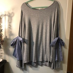 NWT Marbled brand gray shirt, slit sleeves w/ tie